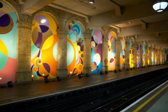 Painéis no metro de Londres